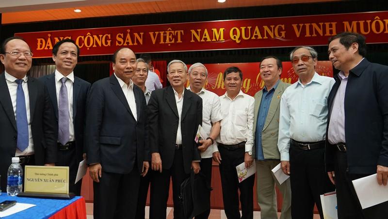 Thủ tướng gặp mặt lãnh đạo, nguyên lãnh đạo Trung ương