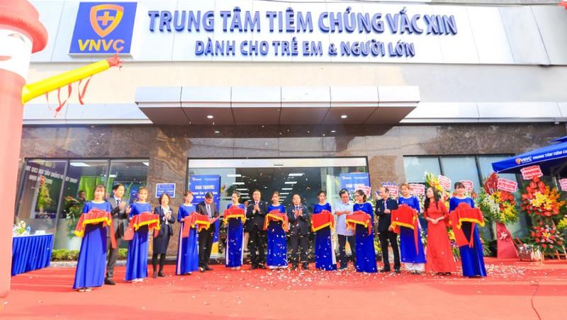 Người dân Nam Định không còn đi xa để tiêm vắc xin