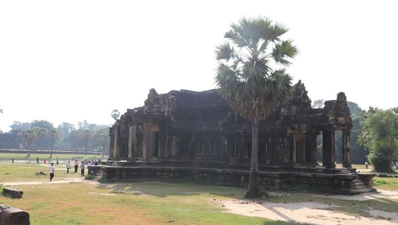 Angkor Wat mùa nắng vàng như mật