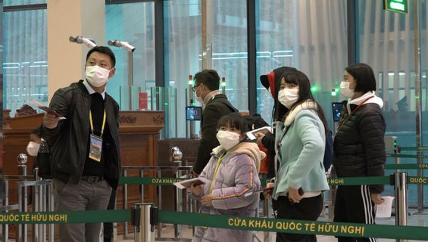 Chia sẻ thông tin hành khách nhập cảnh để phòng dịch viêm phổi cấp