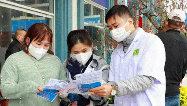Đeo khẩu trang là một trong những biện pháp phòng tránh cúm Corona