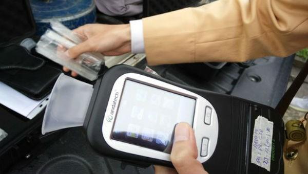 CSGT tạm dừng sử dụng phễu thổi khi đo nồng độ cồn các lái xe