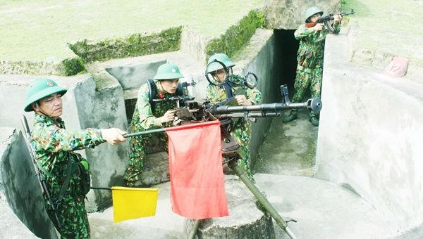 Những người lính đảo tiền tiêu xứ Nghệ luôn chắc tay súng, đảm bảo sẵn sàng chiến đấu.