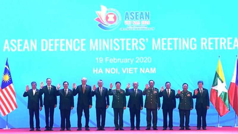 Trưởng đoàn các nước ASEAN tham dự Hội nghị chụp ảnh chung.