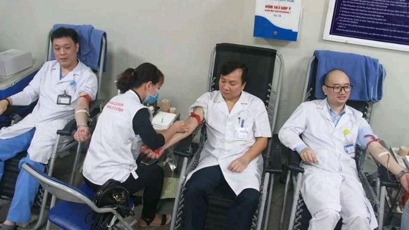 Ngày Thầy thuốc Việt Nam - 27/2: Cảm động chuyện y, bác sĩ hiến máu tình nguyện