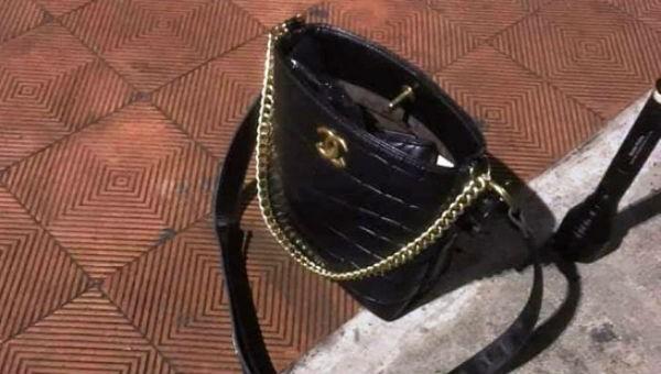 Túi xách của cô gái.