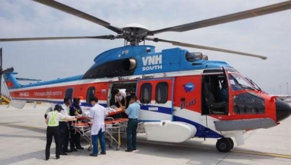 Dùng trực thăng đưa 2 bệnh nhân từ huyện đảo Trường Sa về đất liền