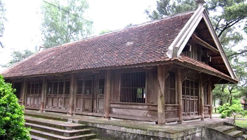 Đình Chợ Trổ trước khi được tháo dỡ tại Khu di lưu niệm Nguyễn Du. Ảnh: Phan Lan Hoa.