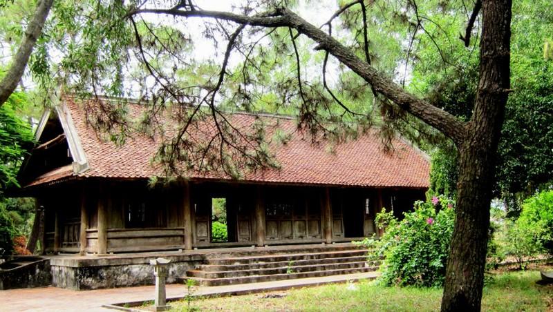 """Đình Chợ Trổ từng """"đi làm nhiệm vụ văn hóa"""" tại Khu di tích Nguyễn Du nửa thế kỷ."""
