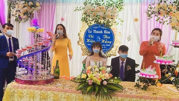 Một đám cưới giữa mùa dịch.