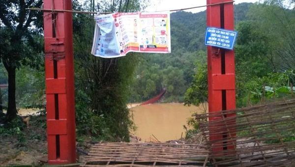 Cầu Cóc bị sập trong đêm. Ảnh Báo Lào Cai.