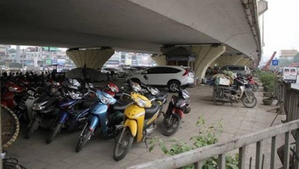 Hà Nội lại được trông xe dưới gầm cầu
