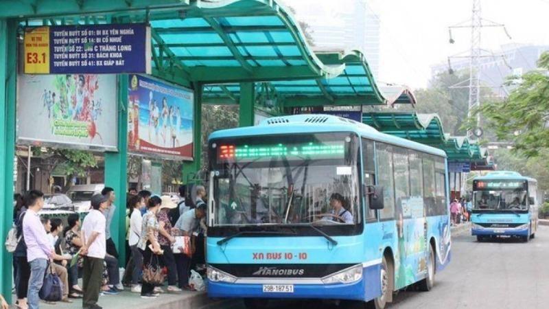 Hà Nội bố trí hàng trăm xe buýt đưa người hết cách ly về địa phương