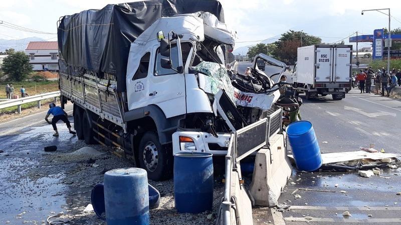 Hai xe tải va chạm, 1 tài xế tử vong tại chỗ