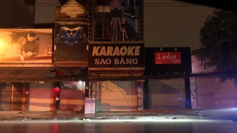 Chủ tịch phường bị tạm đình chỉ vì để quán karaoke hoạt động giữa dịch