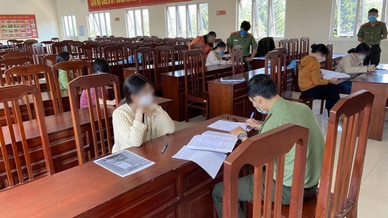 11 học sinh đã được triệu tập để làm rõ về hành vi chỉnh sửa và đưa thông tin sai sự thật. Ảnh Dân Việt.