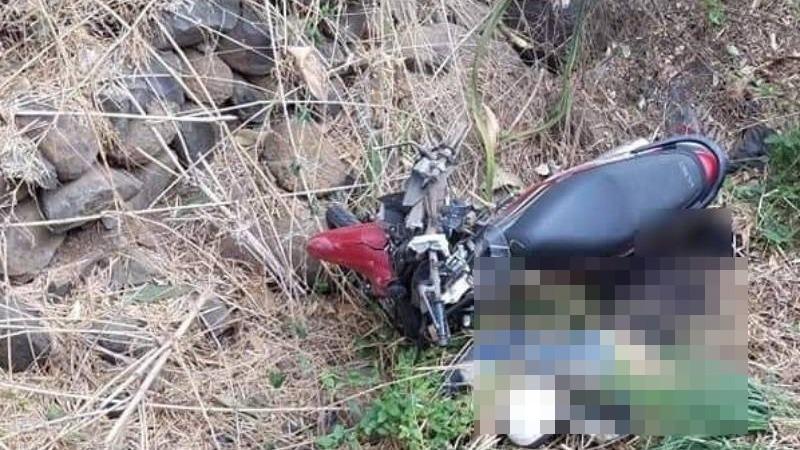 Vợ sắp sinh, chồng tử vong bên cạnh xe máy dưới hố sâu