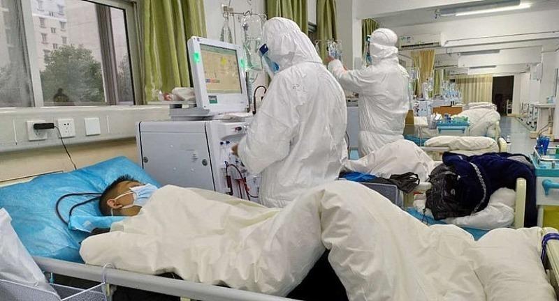Bên trong các bệnh viện, những bệnh nhân đang phải chiến đấu từng giờ để giành lại sự sống.