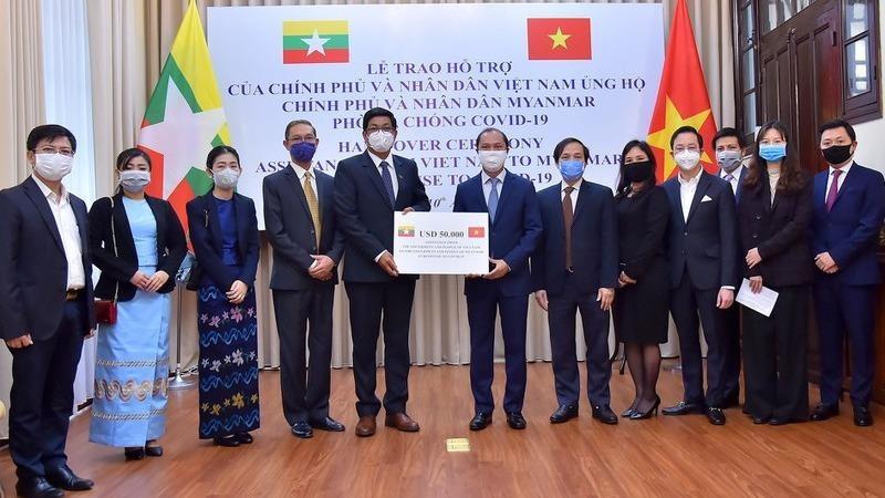 Việt Nam hỗ trợ Myanmar phòng, chống dịch