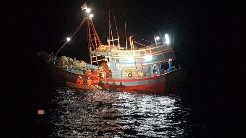 Cấp cứu 4 ngư dân tàu cá bị tai nạn lao động
