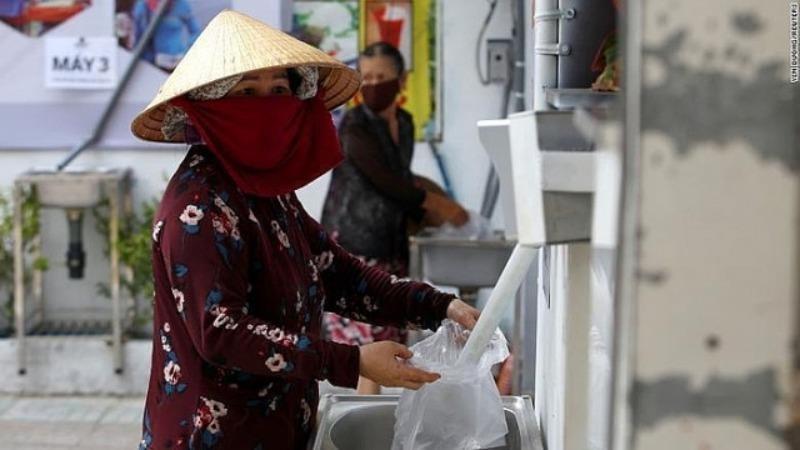 ATM gạo giúp đỡ những người nghèo trong lúc khó khăn.
