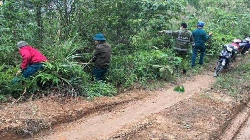 Tìm thấy bé trai gần 3 tuổi lạc trong rừng