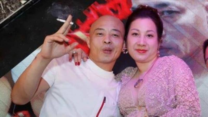 Bạn bè xóa ảnh, im lặng khi vợ chồng Dương Đường bị bắt