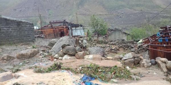 Mưa đá, lũ quét tàn phá xã Mù San, huyện Phong Thổ, Lai Châu. Ảnh Tuổi trẻ.