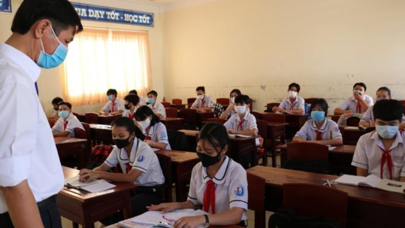Học sinh TP HCM phải ngồi cách nhau 2m hoặc phải có vách ngăn