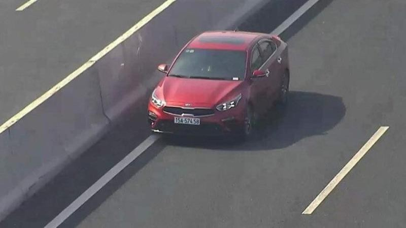 Truy tìm tài xế lái ô tô màu đỏ ngược chiều trên cao tốc Hà Nội - Hải Phòng