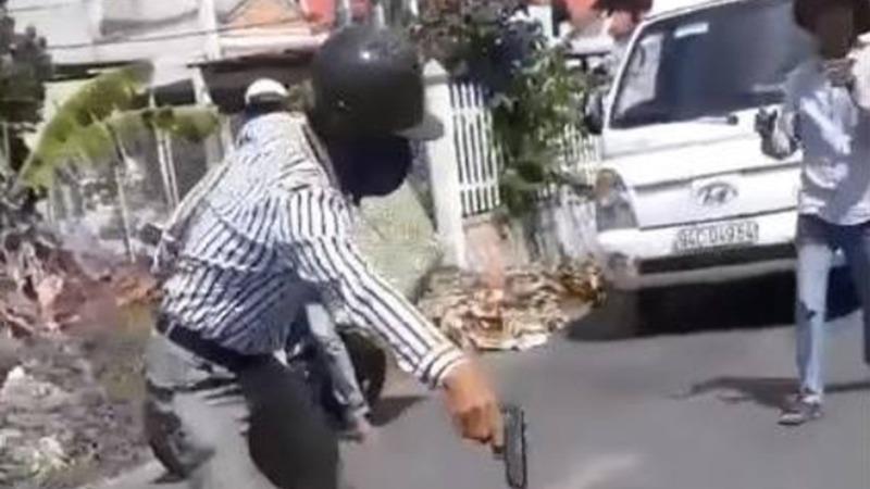 Cầm súng nhựa dọa tài xế xe tải, người đàn ông bị phạt 5 triệu đồng