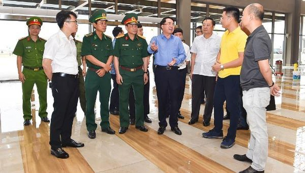 Phó Chủ tịch UBND thành phố Lê Khắc Nam kiểm tra tại khu vực Nhà ga cáp treo