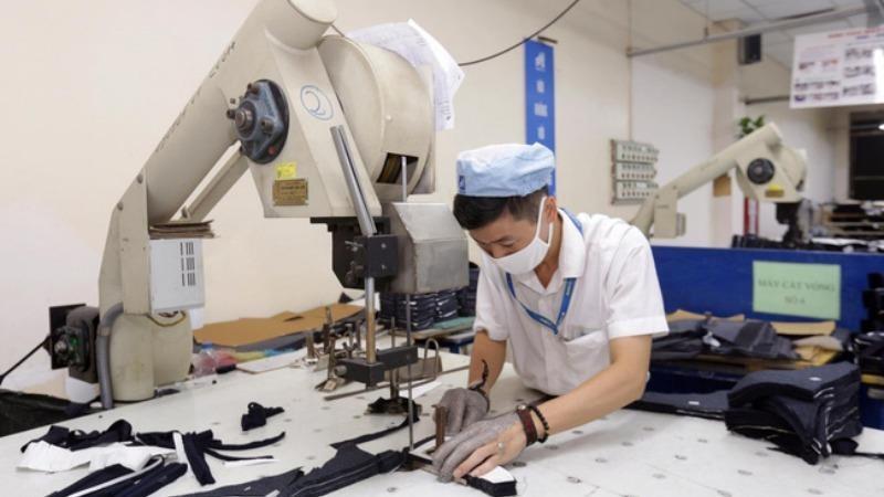 Gấp rút đào tạo lại lực lượng lao động để khôi phục kinh tế