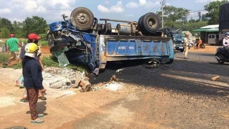 Người phụ nữ tử vong sau va chạm với xe tải chạy cùng chiều