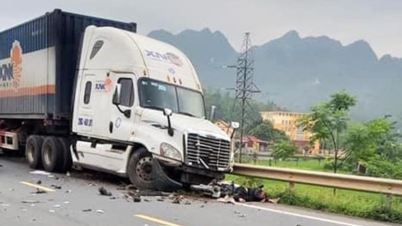 Xe container gây tai nạn liên hoàn, 1 người tử vong