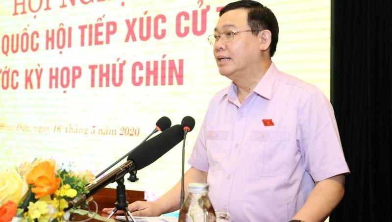 Bí thư Thành ủy Hà Nội Vương Đình Huệ phát biểu tại buổi tiếp xúc cử tri huyện Hoài Đức. Ảnh: Văn Điệp/TTXVN.