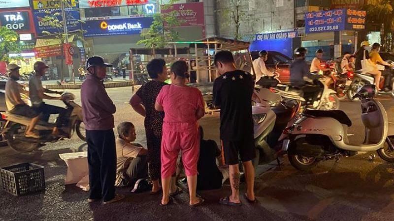 Bé trai 15 tháng tuổi tử vong dưới gầm xe bán tải ở Hà Nội