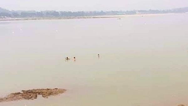 Tắm sông Đà, hai nữ sinh đuối nước thương tâm