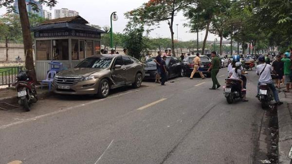 Người phụ nữ lớn tuổi lái xe 'điên' gây tai nạn liên hoàn ở Hà Nội