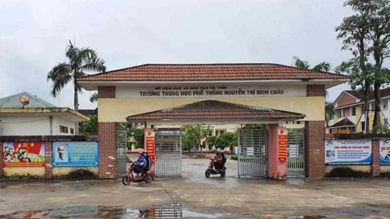 Trường THPT Nguyễn Thị Bích Châu nơi có 5 nữ sinh đánh bạn.