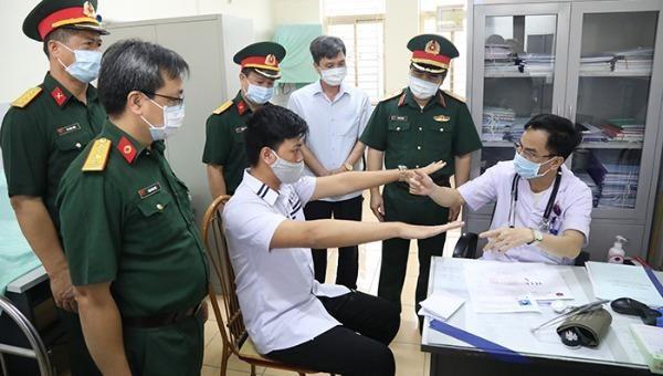Đoàn công tác kiểm tra công tác sơ tuyển TSQS tại thành phố Uông Bí.
