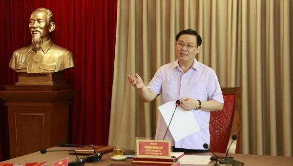 Bí thư Thành uỷ Hà Nội Vương Đình Huệ phát biểu tại cuộc làm việc.