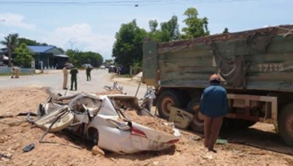 Vụ xe tải lật đè xe con ở Thanh Hóa: Tai nạn chỉ cách nhà nạn nhân khoảng 20m