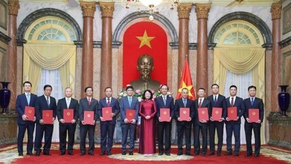 Phó Chủ tịch nước trao quyết định bổ nhiệm 12 đại sứ