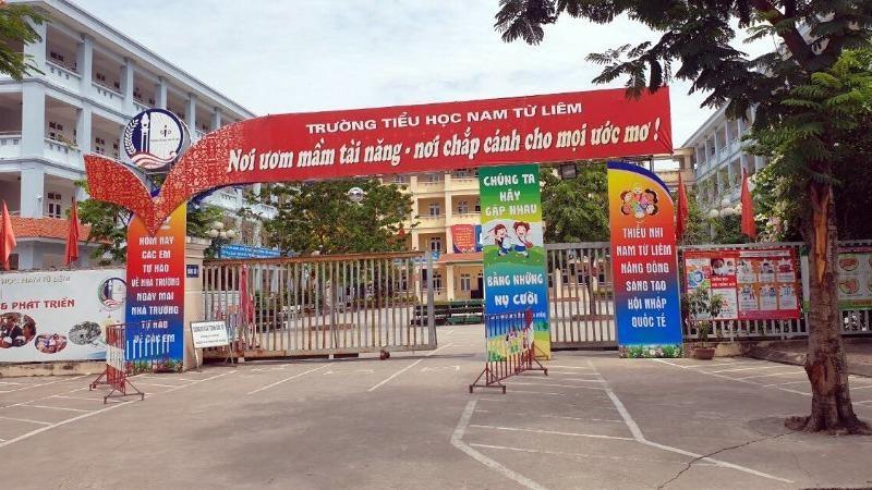 Học sinh lớp 4 bị bỏ quên trên xe ở Hà Nội