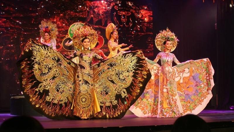 """Chương trình """"Du ca đất Việt"""" của Ducashow tại Nha Trang."""
