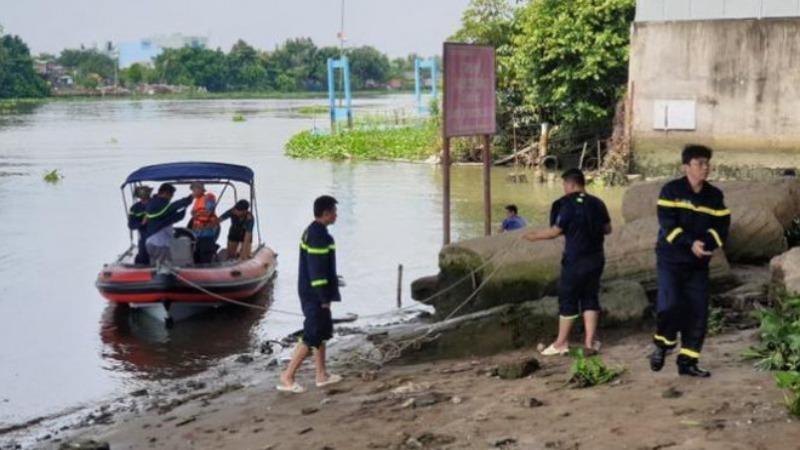 Lực lượng chức năng tìm kiếm nạn nhân