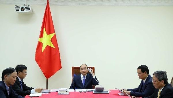 Thủ tướng Nguyễn Xuân Phúc điện đàm với Thủ tướng Malaysia Muhyiddin Yassin.