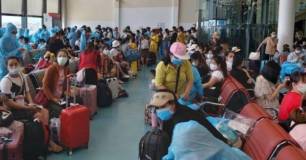Các công dân Việt Nam từ Đài Loan về nước.