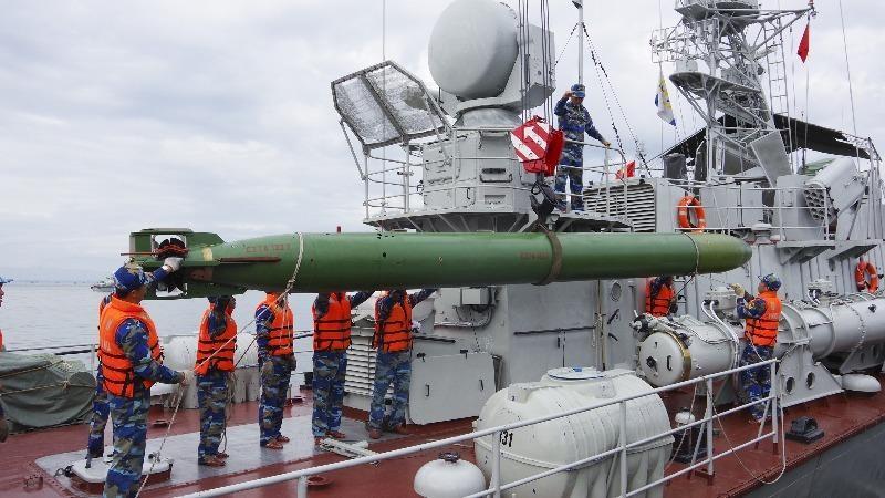 Huấn luyện công kích ngư lôi ở tàu hải quân 331